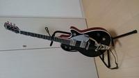 自分はギター全く弾けませんがTERUさんとお揃いのエレキギターGRETSCH グレッチ / G6128Tを購入しました。 部屋に飾ってるのですがホコリがギターに付いて困ってます。 そこでショーケースに ギターを入れて飾...