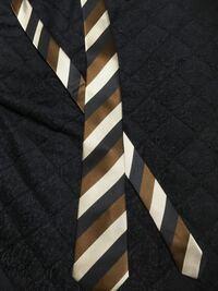 この色のネクタイは就活で使えますか? 就活には地味すぎますか?