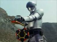 メタルヒーロー大喜利 -ブルースワット編-   第33話から、ハイパーショウが使用する [ドラムガンナー] って、どんな銃でしたっけ? (ちなみに、初めて使った時に、ショウは「なんつ~銃だ!! 」と驚いてました)   (次回をおたのしみに☆) 星亀F