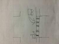自転車と自動車の事故について 添付をご覧下さい 自動車側、自転車側(以後チャリ)ともに青信号です。 信号が青に変わり、1台目が左折して歩道を横切るのと同じくらいのタイミングでチャリ が歩道に進入し、...