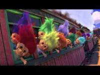 この画像のキャラクターは、何という名前ですか?トイ・ストーリー3の冒頭に登場する、列車に乗っている子供達という設定のおもちゃ(?)です。宜しくお願いします。