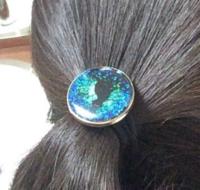 友達にむかつきました。その子はレジン作りに最近ハマっていて、器用なので売り物みたいなヘアゴムを作っています。私も前々から飾り付きのヘアゴムが欲しかったので、作ってくれるよう頼みました。綺麗な丸の形...