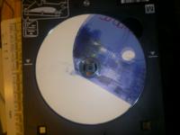 CD-Rのレーベル印刷で、印刷が大幅にずれてしまいます。 プリンタの機種は、キャノンTS8030です。 使用ソフトはかんたんデザイン工房です。 二回印刷してみましたが、二回ともダメ でした。 用紙の種類はプリンタブルディスクで、用紙サイズはディスクトレイM、給紙方法はディスクトレイになっています。  プリンタの方の「カセット用紙の情報の登録」は、用紙サイズその他です。  PCのエディションは...