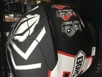 shoei ヘルメット 画像のは誰かのレプリカでしょうか?z-7 2014製造です。 探したのですが、みつからなくて 詳しい方教えてください。