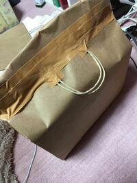 らくらくメルカリ便の梱包方法、これでいいんでしょうか? 商品はマンガ本で、プチプチに包んで紙袋(1枚)に入れました。