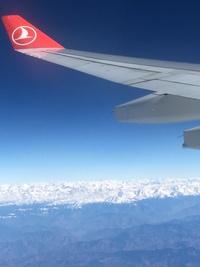 機内から美しい山が見える路線に乗ったことは ありますか。ご経験をご紹介ください。  先日、イスタンブールからハノイへの便に 乗った時、ヒマラヤ山脈が綺麗に見えました。 他にどんな路線があるのか知りたいです。
