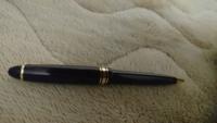 この、ボールペンの名称をしっている方いますか? これとそっくりなシャーペン(もしかしたらセットなのかも)もあります 友達が持っててカッコイイな〜って思ったんでどこで買えるか知りたいです