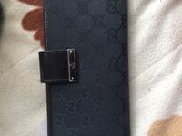 お礼50枚 貰い物ですがGUCCIのレディースの財布を貰いました。 これを男が使うのはおかしいでしょうか?
