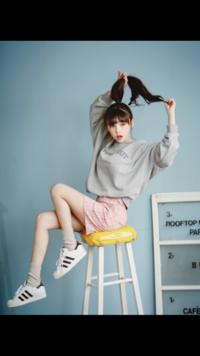 画像の女性が誰なのか知りたいです。 韓国の方らしいのですが、詳しい情報が知りたいです。ご存知の方いらっしゃれば教えてください。