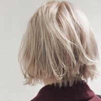 この髪色は黒髪からブリーチ何回でなりますか?