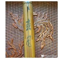 茶道具の茶杓の作者について  茶杓の作者が読めませんので、わかられる方教えて下さい。  また、作者の名前が書かれている竹の部分が割れていると価値は下がるのでしょうか? こちらの方も教えて下さい。  ...