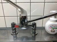 食洗機の分岐水栓について教えていただけませんか? 住んでいるのはURの公団に住んでいます。  そこで水場の蛇口の型式が分からなくて分岐水栓をどれをがえばいいのかわからず困っています。。  分かっていること...