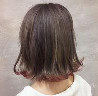 髪染めを隠す方法  私は今肩につかないほどの長さのボブなのですが 毛先だけ染めえ(写真のような感じです)、隠すことはできますか?バイト行ければいいです  ウィッグは使えませんが黒染め スプレーは使えま...
