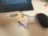 Qtuo 超静音ワイヤレス マウス無線マウス をAmazonで購入したものです。 https://www.amazon.co.jp/gp/product/B071XNCMD4/ref=oh_aui_detailpage_o00_s00?ie=UTF8&psc=1  同じ商品を購入した方に質問です。 説明書がついてこなかったのでパソコンにつなぐやり方を教えていただけないでしょうか...