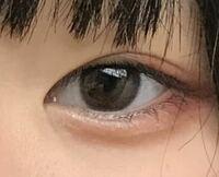 この目はなんていう形の目ですか? 猫目、つり目、アーモンド型、など 教えてくれると嬉しいです!