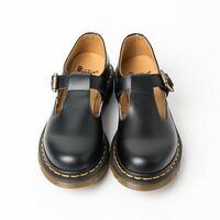 靴のサイズについて質問です ドクターマーチンの3ホールかポリー?(画像)を買おうと思っています。  ① どっちか買うならどちらがオススメですか?  ②普段靴のサイズは23.5なんですが、その場合はどのサイズを選...