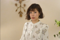仲里依紗がドラマ、ホリデイラブの3話で着ていたブラウスのブランドわかるかた教えてください!