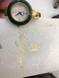 筆記体の読み方 時計メーカーの名前 読めません、よろしくお願い致します。