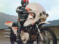 仮面ライダー サイクロン号のカウル  サイクロン号と改造サイクロン号はおなじカウルを使用していると聞いたのですが、当時のどのバイクのカウルをしようしたかご存知の方はいらっしゃいませんか? すべてFRPで自作したのかと思ったのですがどうやらほかのバイクのカウルを流用したという話を聞いたのでどのバイクのカウルか気になっています。