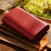 この財布は、何歳から何歳までの女性が持ちそうですか?また、若い女子が持ってたらどんなイメージがしますか?