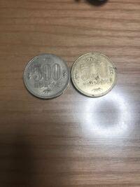 一般的な金色とは違う銀色の500円玉を見つけました 昔の500円玉は銀色なのですか?