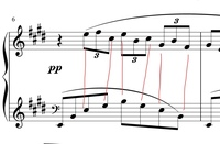 ドビュッシーのアラベスク第1番を弾いているのですが、自己流で弾いているので基礎知識がなく、わからないところがあります。  画像の右手の3連符は、赤線でつなげてある左手の音符と同じタイ ミングで弾くとい...