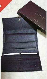 GUCCIのこれと同じ財布は専門店で売ってますか? それとも、アウトレットとかでないと売ってませんか? 専門店なら東京のどこにあるか教えてくださいm(._.)m
