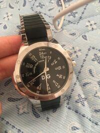 ドルガバの時計みたいなのですが こちらの種類を教えてください また、相場も教えていただけると幸いです