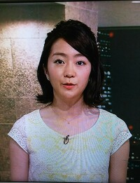 サタデースポーツの副島萌生アナは淡い黄色のワンピースが可愛いですね!
