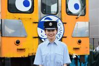 鉄道アイドルの斉藤雪乃さんが近江鉄道のイベントであるガチャコンまつりに登場しましたが、この画像はネットウォーカーさんが話しかけて撮ったそうです。 性格の悪そうなへの字口のおぞましい顔をしたおっさんに...
