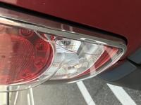 車のテールランプカバーにひびが入ってしまいました。自分で補修は可能ですか?また、直せるならどのように直せばいいのでしょうか?