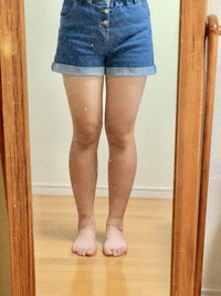 これって足太いですか?正直に言ってもらって大丈夫です。  足痩せの方法とかってありますか??