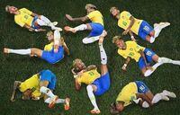 フランスのエムバペが「遅延行為はネイマールから習った」と言ったらしいですが本当ですか? だとしたらネイマールは(笑)シュミレーションだけでなく遅延行為の指導係、おまけにFWの癖に苛立ってカードを貰うスペシャリスト。あなたにとってネイマールは良い選手ですか?