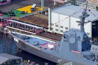 イージス護衛艦 まや について 今日進水式をしたイージス護衛艦まやですが、VLSの部分が空洞になっているようです。普通は装備してから進水式ですよね?なにかトラブルでもあったのでしょうか ?