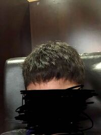 この髪質は何でしょうか?軟毛ですか?それとも剛毛ですか?(くせ毛の) そしてこの髪からおすすめのワックスや髪型教えてください。