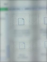 Windowsの、ビデオや写真のアイコンが突然、画像のようになってしまいました。  今までは、ちゃんとサムネイル画像が出ていたのですが、突然こうなってしまいました。  どんな写真や動画が 分かるように、サ...