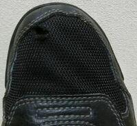 スニーカーのつま先の穴が開かないように保護するようなものはありますか? 作業靴みたいなものじゃなくて今履いているスニーカーを保護するようなものがあれば教えてください。 宜しくおねがいします。