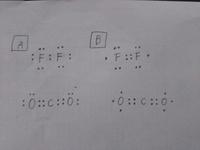 分子の電子式の問題です。 Aが正解なんですけど、なんでBじゃダメなんですか? 詳しく教えてください・・・(汗)