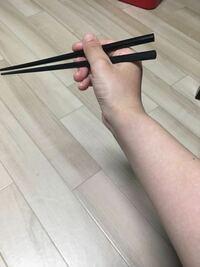 最近箸の持ち方を練習しています。写真の持ち方は正しいですか?この持ち方をしながら食事をした相手に箸の持ち方下手だなとか思いますか?? 以前こちらで質問して指摘して頂き今こうなりました。