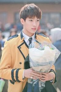 この画像に写ってるのって誰ですか?セブチのドギョムではないのでしょうか? K-POP 韓国