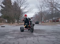 youtubeの「twenty one pilots: Stressed Out [OFFICIAL VIDEO]」の最初に出てくる3輪の自転車は何という自転車ですか?