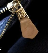 エルメスフールトゥ刻印について  エルメスのフールトゥの内側ポケットのファスナータブの画像ですが、これは正規品でしょうか?