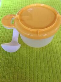 離乳食用のおかゆクッカーについて。 写真の離乳食用おかゆクッカーをダイソーで購入しました。 袋に使用方法が載っていたので、捨てないようにとってあったのですが、家族が間違えてゴミだと思い捨ててしまったようです。  使い方はなんとなく覚えているのですが、詳しくわかる方いらっしゃいますか? 多分お米と分量の水を入れて炊飯器の通常モードで炊く…みたいな感じだったような…。 もし詳しい説明をご存知の方...