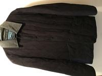 ジャケットの種類について。  画像のようなコートはなんという種類ですか?  表地、裏地、中綿 すべてポリエステル100%です。  これはあまり関係ないかもしれませんが、襟の部分はコーデ ュロイ生地です。