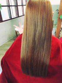 髪の毛について知っている人に質問です。 私は、毛先ぱっつんのロングにしてみたいんですけど、一本一本の毛が太くてゴワゴワ(?)していて、毛量がとても多いです。 すぐに広がってしまうような髪の毛です。  ...