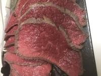 ローストビーフを作りましたが、これは失敗ですか? 加熱後常温で冷やして切ったら赤い血か汁が沢山出ました。