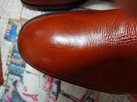 革靴のひびについて。 これはひび割れですか?  縦にシワが入っています。