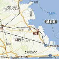 静岡県湖西市は「コサイ市」で、JR湖西線は「コセイ線」です。 なんで両社で「湖西」の読み方が違うねん?
