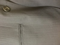 就活スーツについての質問です。  こちらのスーツは、就活的にはありでしょうか?濃いめの紺地に細いストライプです。