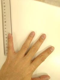 小指が短いです。  ツアーベルベットだと小指に力が入りません。 ブラックアーマー2.3だと小指の部分が細いのでもう少し力が入ります。 このくらいの指の長さの人はどんなグリップを使っていらっしゃいますか?